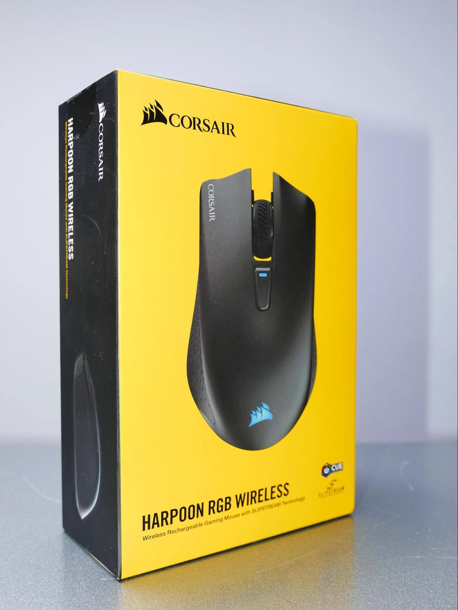 Corsair Harpoon RGB  with SteelSeries Gaming Surface